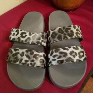 Pink leopard print sandals
